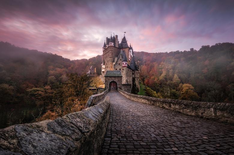 Burg Eltz - Burg Eltz, we wensten een mooie kleurrijke zonsopgang ofwel mist. We kregen het allebei.