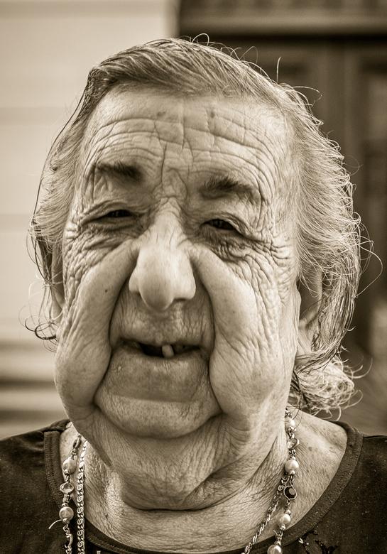 Omaatje... - ... van 86 in Luccmajor, Mallorca.