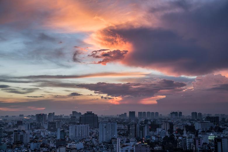 vietnam1736 - Zonsondergang boven Ho-Chi-Minh city, Vietnam.