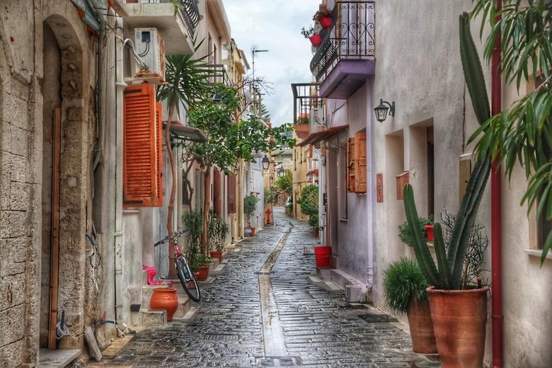 Streets of Rethymnon - Deze foto is genomen op een regenachtige dag in een klein Kretens straatje. Ik had de dag als verloren beschouwd voor fotografi