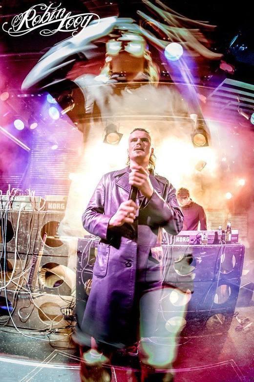 De Likt, double exposure - Een beetje spelen met double exposure tijdens een show van de groep 'De Likt' uit Rotterdam
