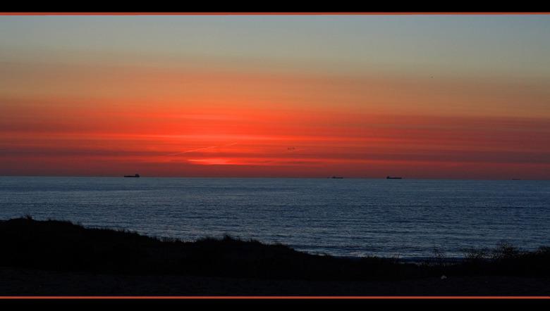 Zonsondergang - Al een paar dagen was er een prachtige zonsondergang, maar nog geen tijd gehad om even naar het strand te gaan....vanavond dus wel. He