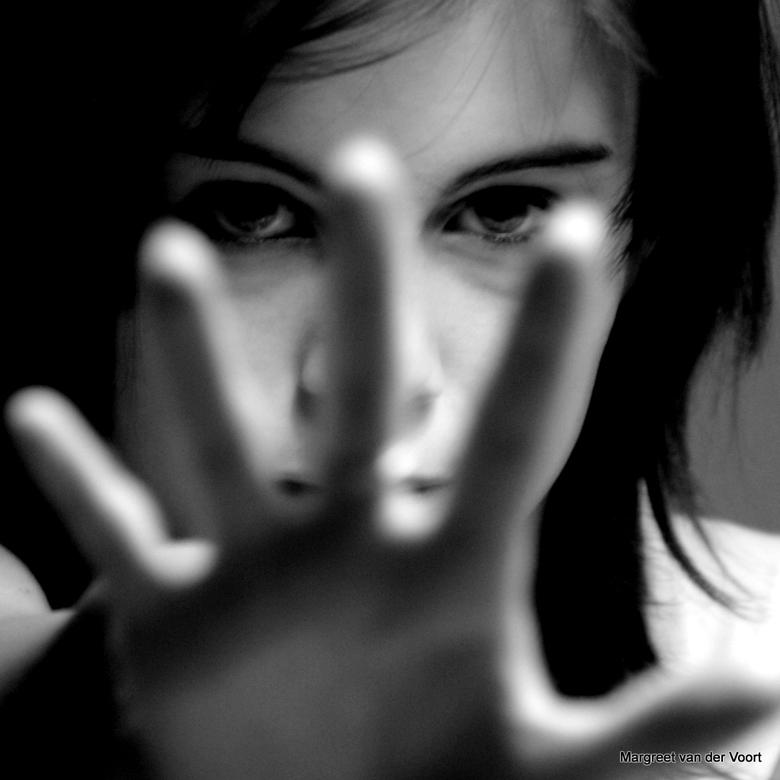 Afstand - Portret zwart-wit