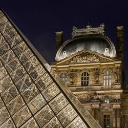 Parijs - Louvre - Pyramide du Louvre - 02