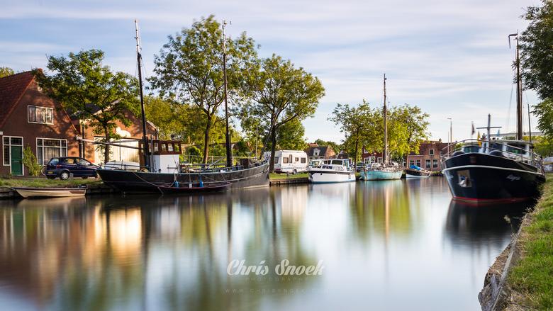 Little Holland - Boten aangemeerd in het pittoreske Edam, Noord-Holland. Op een mooie avond net voor zonsondergang.