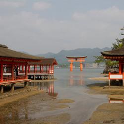 "De ""drijvende"" torii van Itsukushima-jinja"