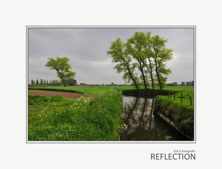 Reflection - Dag allemaal, na allerlei probeerseltjes weer eens een landschapje tussendoor. Genomen in 't vroege voorjaar, begin mei, alles fris