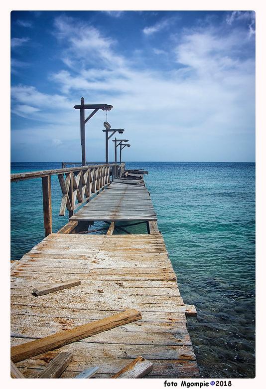 """To the end - Stukje Curacao in een wat bouwvallige staat; wel weer leuk voor een foto.<br /> <br /> Bedankt voor de reacties op <a href=""""http://zoom"""