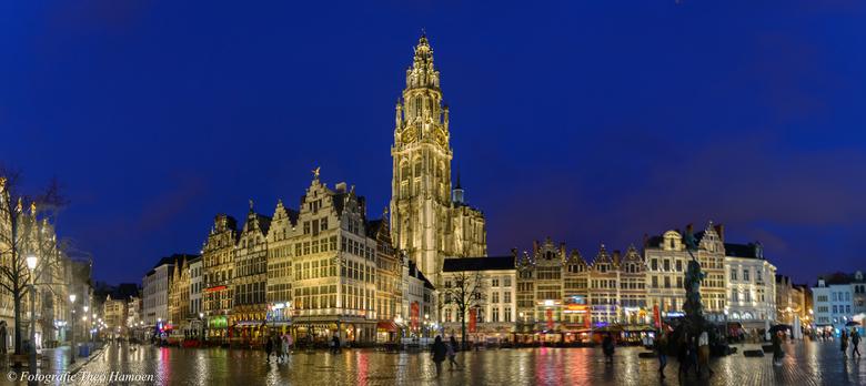 Antwerpen - Uit de hand - 6 opnames op 1/10 sec(!) - in LR samengevoegd.