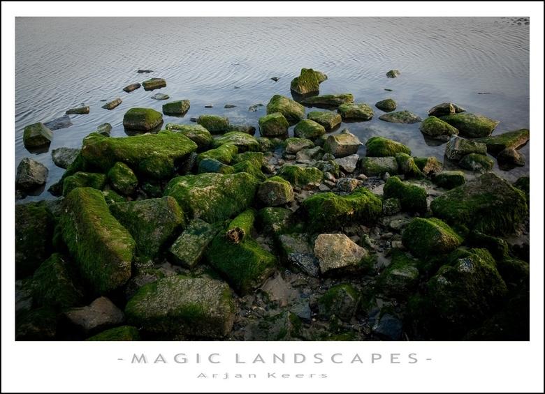 strand 4 - kop van een van de strekdammen op het strand van Renesse.<br /> <br /> bedankt weer voor de reakties op mijn strand 3 foto!<br /> <br />
