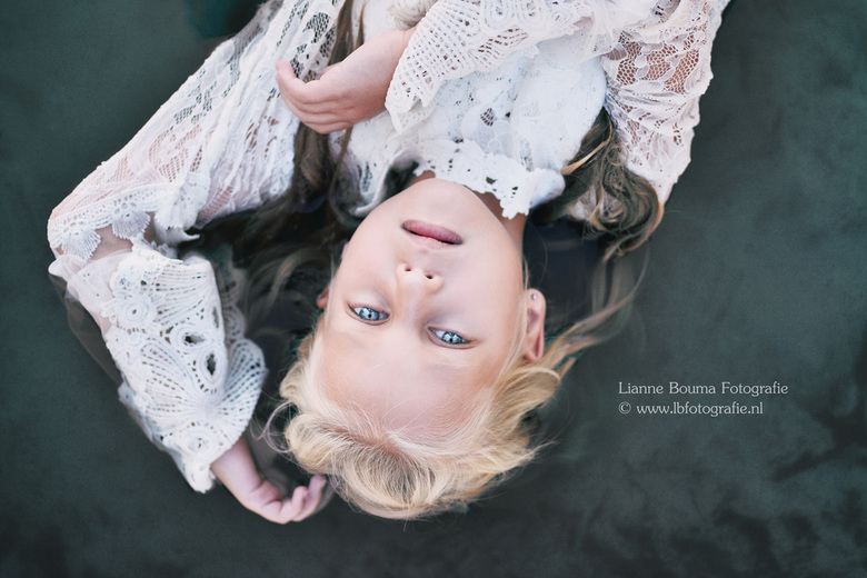 Lotte - Regelmatig fotografeer ik vrij werk om dingen uit te proberen, experimenteren en te publiceren. Deze keer ben ik met Lotte op stap geweest op