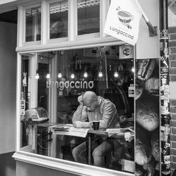 14-02-2015 | De liefde voor deze man komt van een bakje koffie en zijn krant