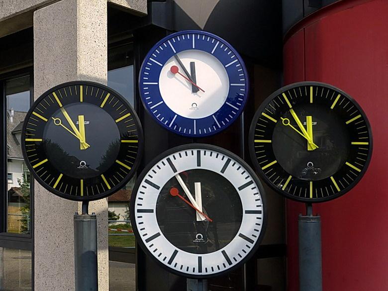Zwitserse precisie. - Al eeuwenlang is Zwitserland wereldberoemd om zijn klokken.<br /> Dat was niet altijd zo: toen in de 14e eeuw de mechanische ti