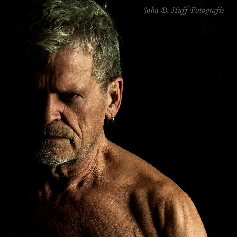 That look - Ik ben net begonnen met het fotograferen. Mijn Mentor en vriend (Janid fotografie) staat model.