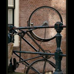 Op zijn Amsterdams een fiets parkeren !!!