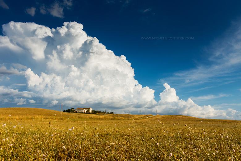 It`s coming - Italië toscane met een naderend onweer. Wat een prachtig land is het toch