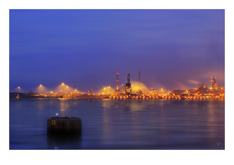 Corus Dream - Corus IJmuiden deel 2<br /> <br /> Leuke stad om rond te struinen met allemaal boten en dan ....... als de lampjes aan gaan het blauwe