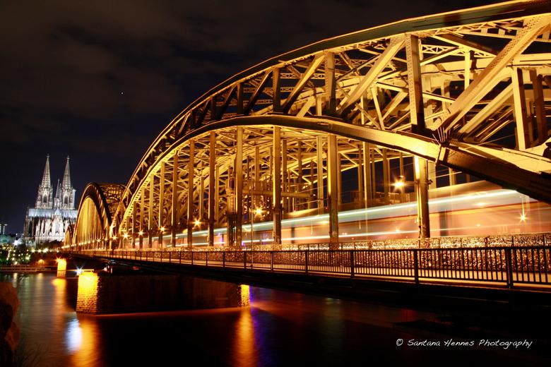 Cologne by night - Foto's in de avond kunnen ook lukken....alleen een beetje geduld hebben...