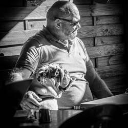Man-met-Bulldog