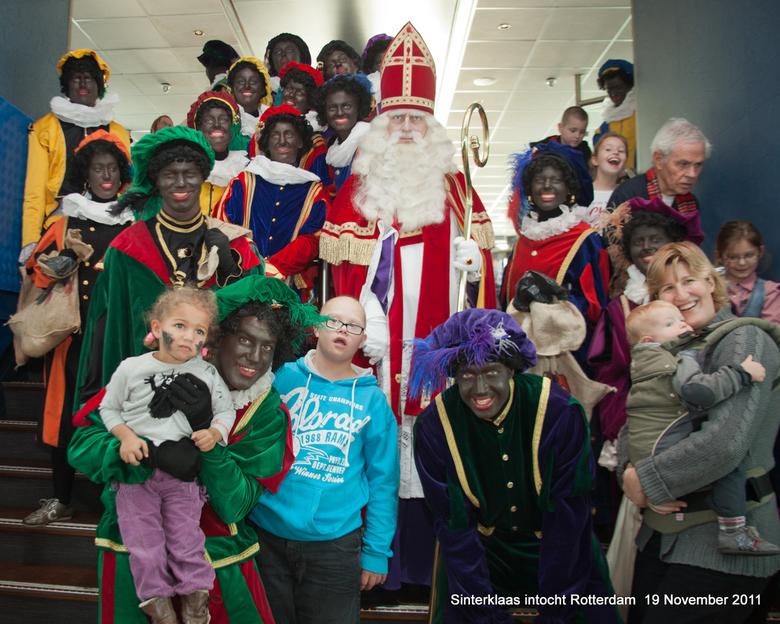 Sinterklaas intocht Rotterdam - De kinderen van het Sophia kinderziekenhuis hadden de dag van hun leven aan boord van de Radarboot de Majesteit in Rot
