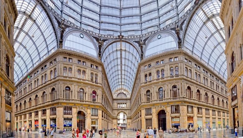 Galleria Umberto, Napoli - Panorama van galerie Umberto in hartje Napels