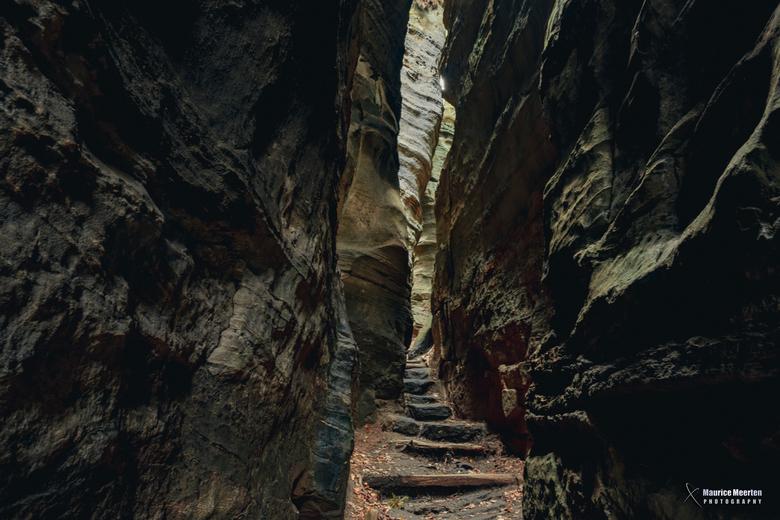 Doorgang tussen de rotsen
