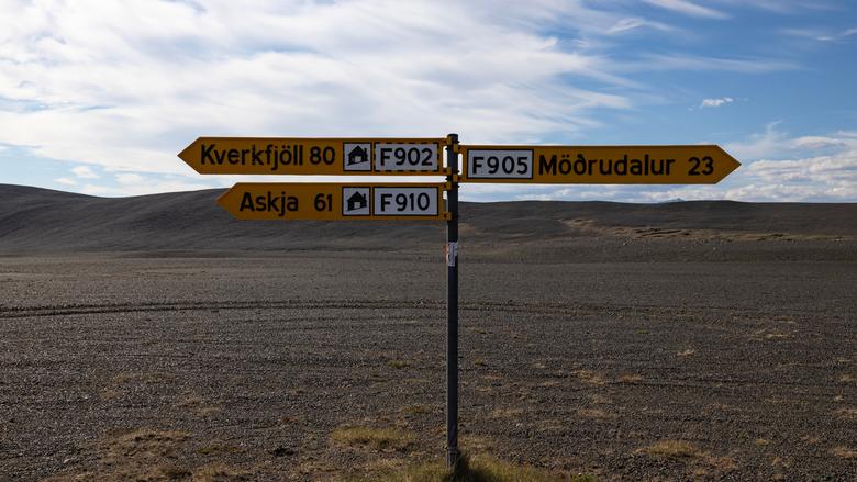 Askja, IJsland - Binnenlandse F-Road naar de Askja Vulkaan. Nog 4 uur rijden met een aantal rivier doorkruisingen.