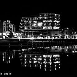 Amicitia gebouw bij nacht in Leeuwarden