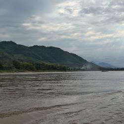 Met de slowboat over de Mekong rivier.