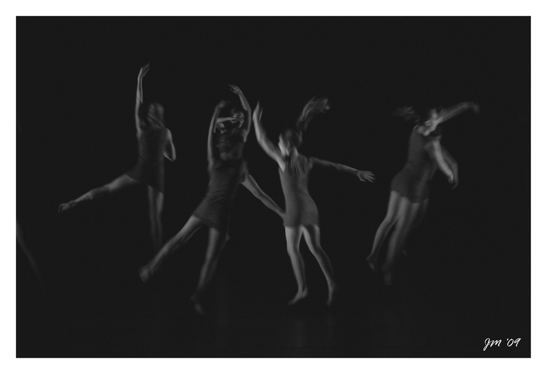 Dans 8 - dans ...<br /> <br /> Groetjes Jef.