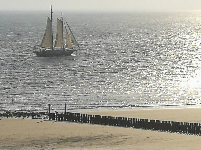 Zeilschip De Rupel komt langs Zoutelande