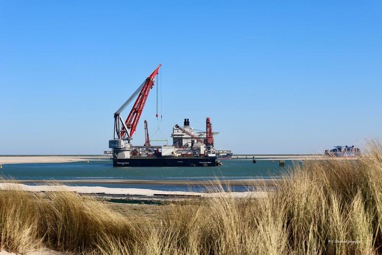 Pioneering Spirit 2 - Pioneering Spirit is een schip van het Zwitsers-Nederlandse offshorebedrijf Allseas. Het is gebouwd bij DSME in Zuid-Korea en is