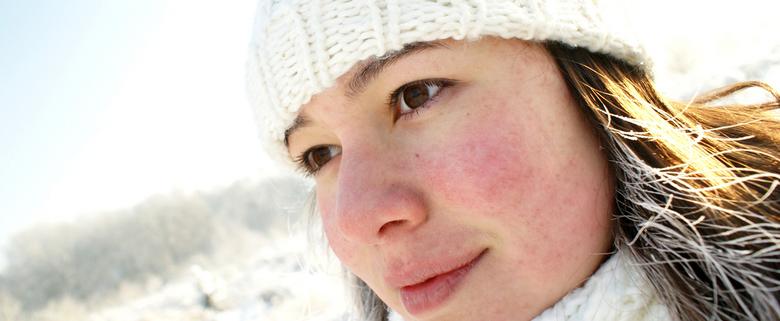 winter in the air - Een zelfportret tijdens het uitlaten van de hondjes. Heerlijk die sneeuw! Lekker zonnetje, maar wel erg koud. Zelfs mijn haar bevr