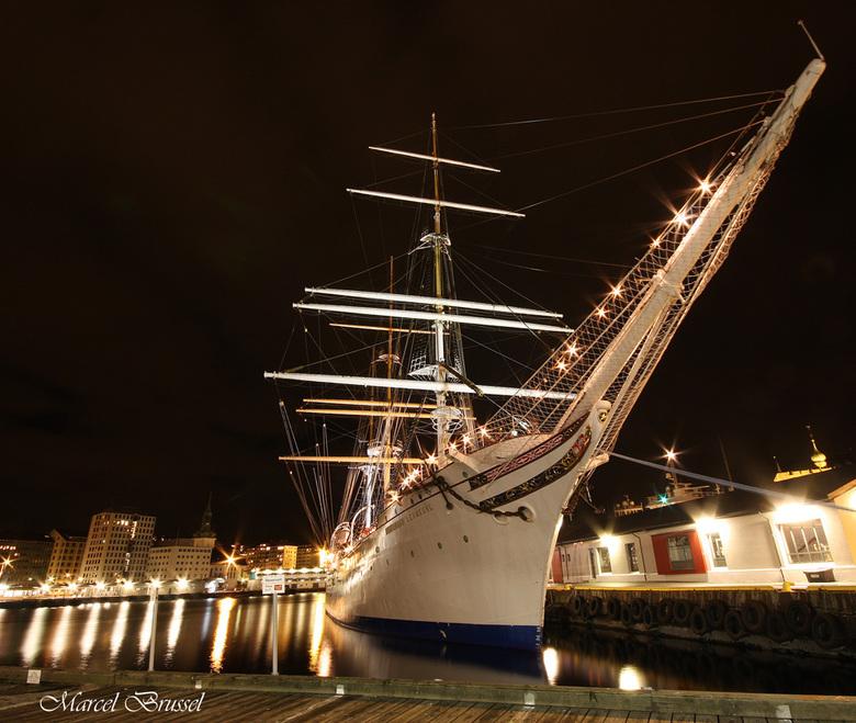 3 master - even een foto vanuit noorwegen die ik gisteravond heb gemaakt.Deze zeilboot hoort bij de stad bergen.