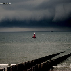 Storm boven zee