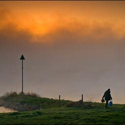 Zon en mist langs de IJssel