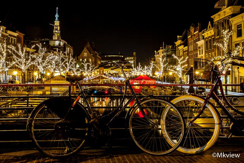 Kerstmarkt Leiden - Vanavond een uurtje gefotografeerd bij de Kerstmarkt in Leiden. Leiden, een studentenstad bij uitstek. Dus ook de zgn studentenfie