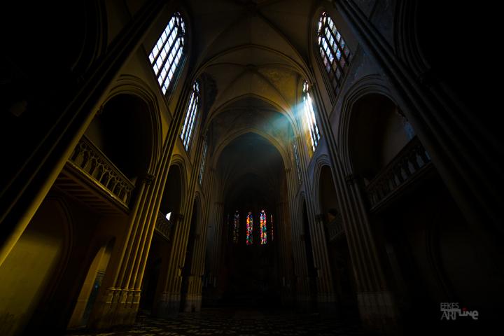 De verlaten kerk - zonlicht dringt binnen in de kerk en zorgt voor een mooie sfeer.<br /> <br /> voor een verhaal van deze trip check: <br /> <br /