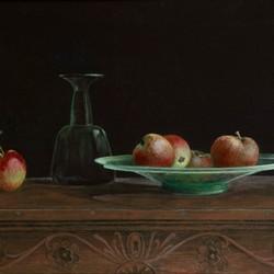 Appeltjes op een Romeinse glazen schaal geschilderd naar idee van Henk Helmantel              .