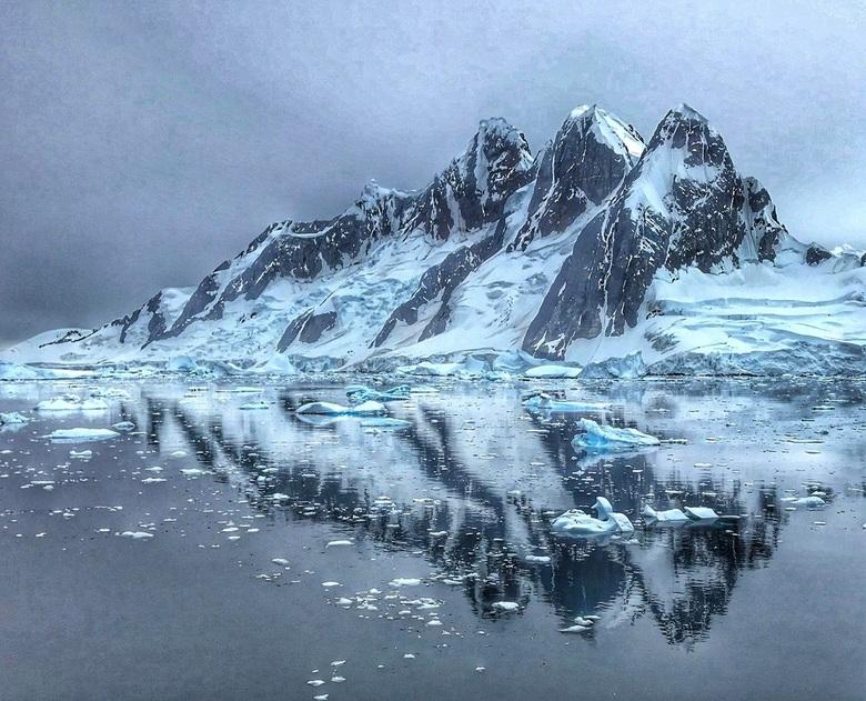 Bergen in het Lemaire Channel, Antarctica  -