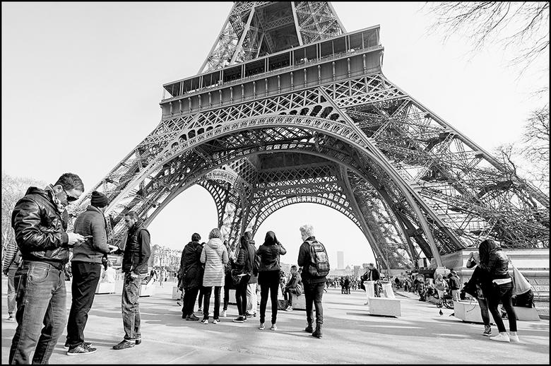Paris 03 - Het is toch mooi te zien hoe een stad kan profiteren van zaken welke in het verleden zijn neergezet. Zo ook in Parijs, waar de toeristen zi