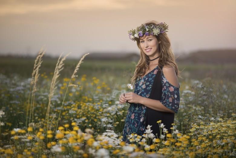 Zomeravond - Een mooie zomeravond in een veld vol wilde bloemen dat ik hier in de buurt had ontdenkt. Foto is genomen met behulp van een flitser met s