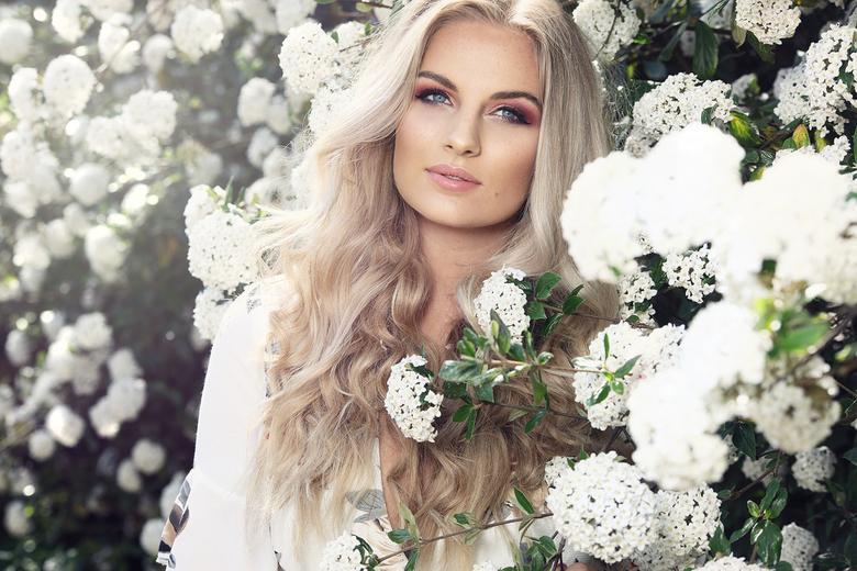 White Flower - Model : Romy Lucassen