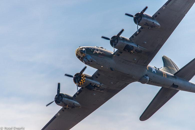 Aan deze kisten, b.v.b. B-17 en hun piloten, hebben wij veel te danken. - Boeing B-17G vliegend fort, het is de enige luchtwaardige B-17 die nog over