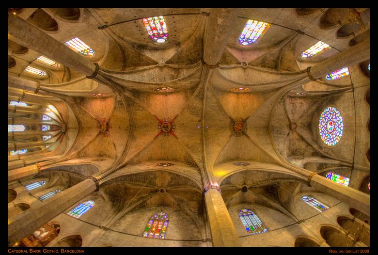 Caterdal Barri Gothic, Barcelona - Handheld HDR uit 5 belichtingen met ieder 1 stop verschil.<br /> Nikon D3, 16mm 2.8 AFD, f4, 4000 ASA