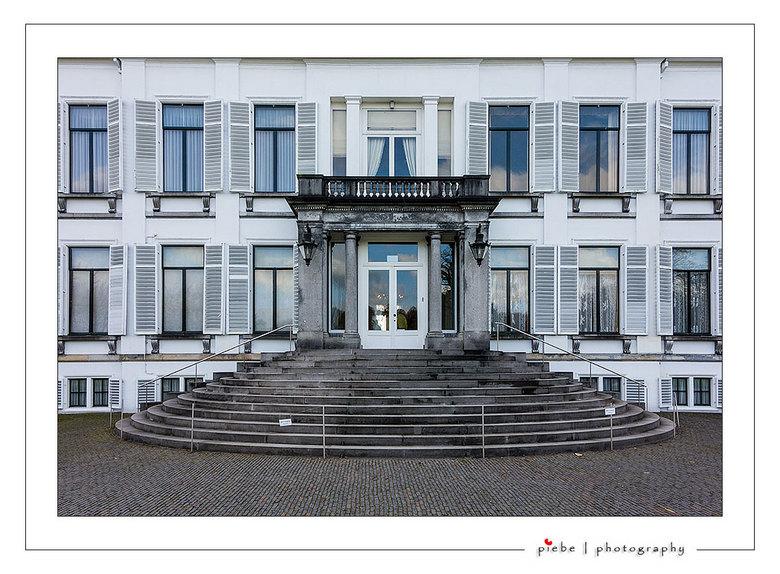 Het beroemde bordes van paleis Soestdijk - Hier dan het beroemde bordes van paleis Soestdijk... best wel een belevenis om er zo dicht bij te kunnen st