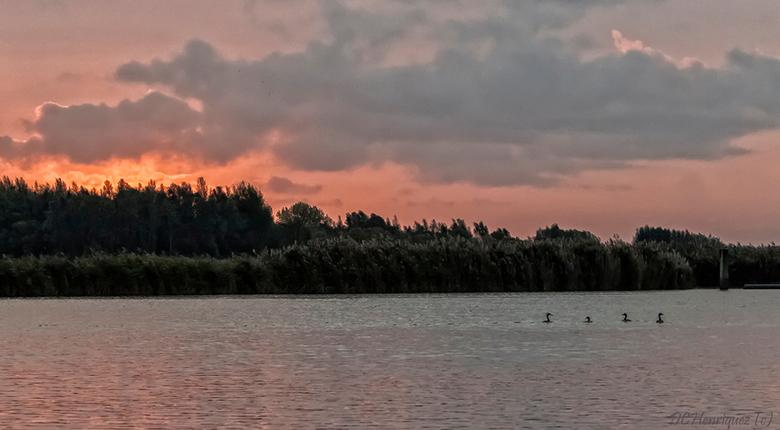 Vroege ochtend - bij zonsopkomst gingen we varen, wat is het daar prachtig en stil in de vroege uurtjes, echt genieten.<br /> <br /> Bedankt voor ju