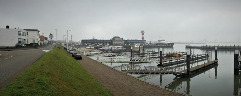 P1100270 Kopie SNEL Pano  mist sfeer H v H Berghaven 23 jan 2020  - Hallo Zoomers . GROOT kijken en even lezen . Deze SNEL Pano is gisterenochtend 23