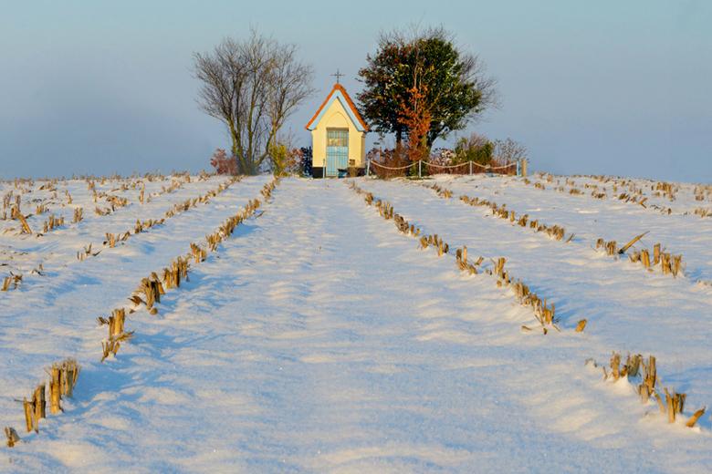 kapel in de sneeuw