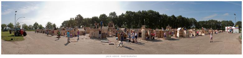 Panorama Huttendorp. - Huttendorp Staphorst.<br /> <br /> Afgelopen woensdag mogen de 735 kinderen beginnen met het bouwen.